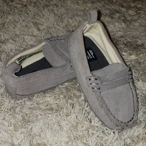 Gap size 5 grey suede loafers